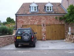 Garage with flagstone paving